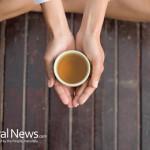 Hands-Holding-Green-Tea
